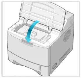 프린터의 덮개를 열었다가 다시 닫는다