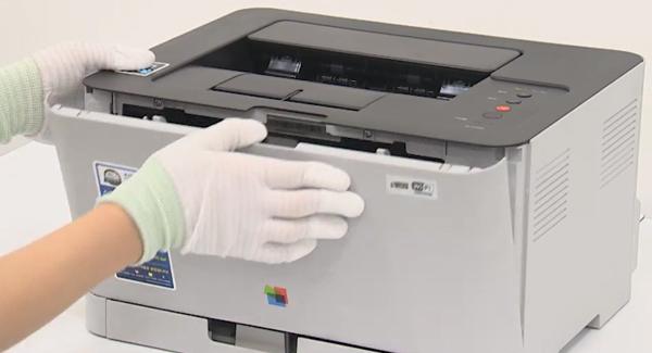 프린터 전면 가운데 레버를 누르는 위치 화면