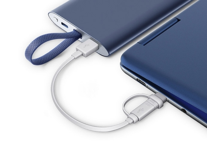 삼성 노트북 Pen S 제품에 외장배터리로 충전하는 예시 이미지