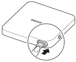 빼냈던 케이블을 사용하지 않을 경우 제품에 다시 밀어 넣는 예시 화면