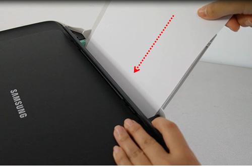 인쇄될 면이 위로 향하게 해서 용지를 밀어넣는 화면