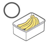 뚜껑이 열린 플라스틱 통에 보관한 바나나
