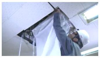 세척약품 및 오염 폐수가 외부로 튀지않게 세척가대를 설치합니다.