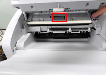 가운데 롤러의 표면을 청소하는 예시 화면