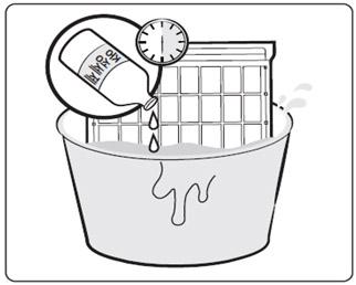 PM1.0 Filter를 중성세제를 탄 미지근한 물에 30분 정도 담근 이미지