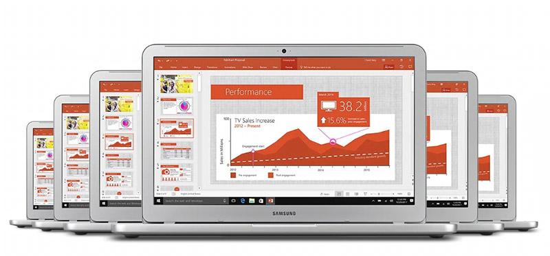 3대의 노트북이 서로 겹쳐 PPT 화면을 보여주는 모습