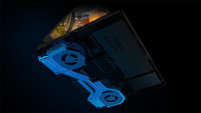 45도 열린 제품 아랫면의 내부 Jet 블레이드 쿨러가 파란색으로 표시되어 보입니다.