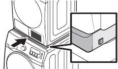 COVER STACKING을 GUIDE STACKING에 조립해 주세요. COVER STACKING의 양쪽 돌기가 그림과 같이 홀에 끼우는 이미지