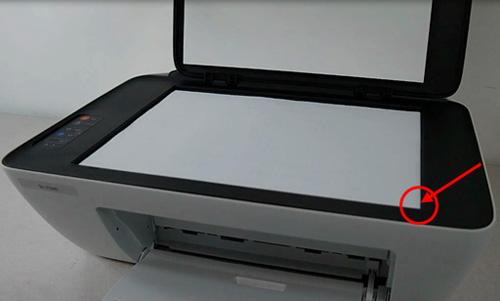 스캔 유리면에 인쇄된 용지를 오른쪽 모서리에 맞춰 올려놓은 화면