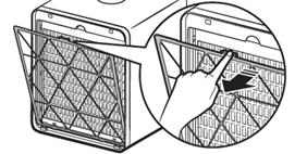 상단 중앙의 홈을 눌러 극세필터 분리